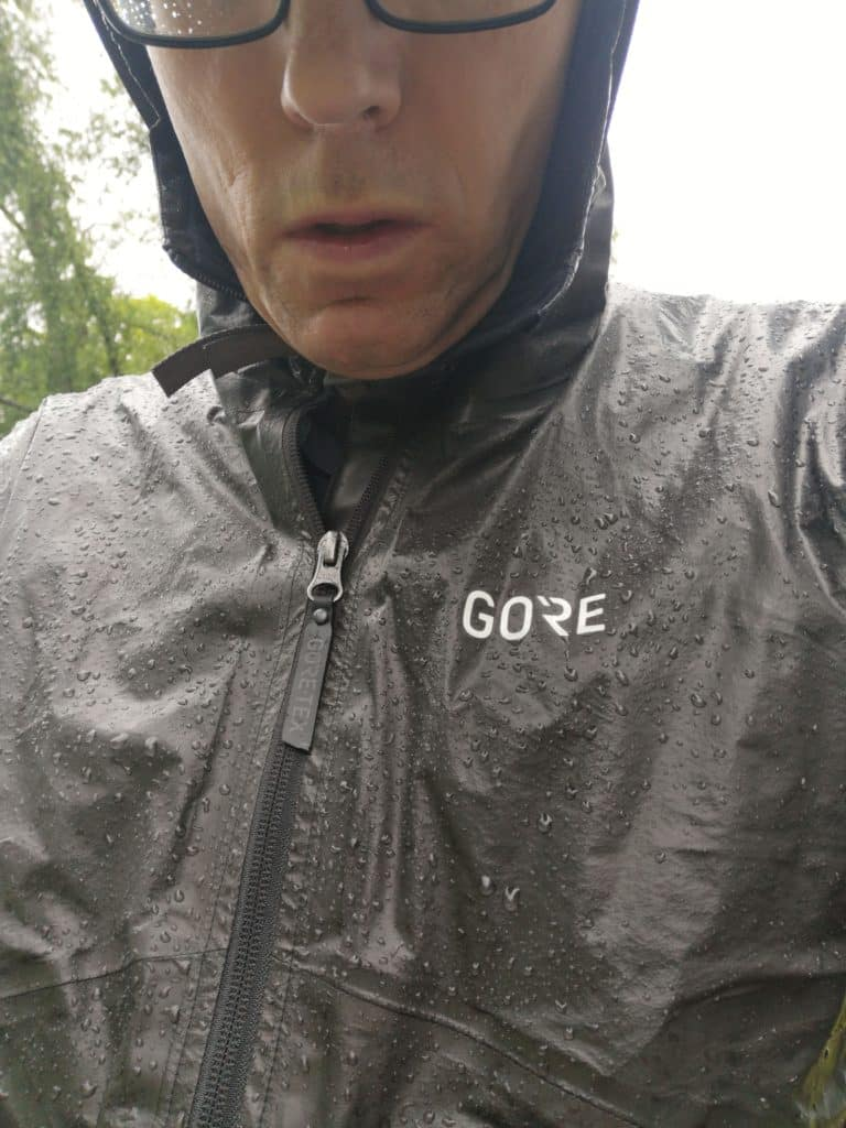 review GORE Wear H5 GORE-TEX SHAKEDRY Hooded Jacket