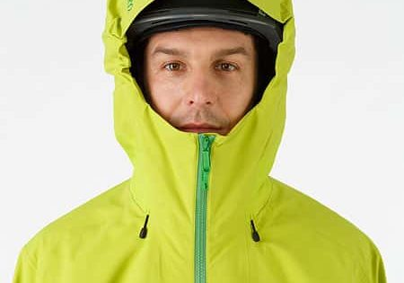Lithic-Comp-Jacket-Green-Boa-Helmet-Compatible-Hood-Front-View
